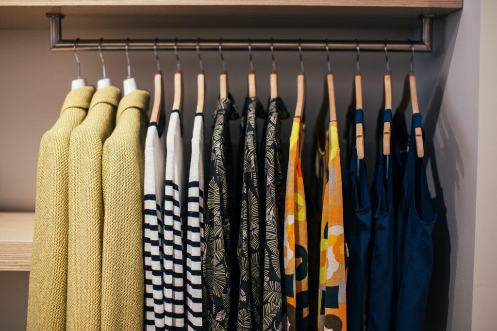 hang clothes in closet